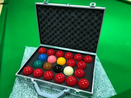 ARAMITH 1 G SNOOKER BALLS IN SILVER PRO CASE